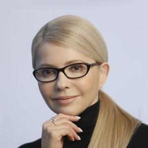 Тимошенко на заправці поласувала хот-догом (фото, відео)